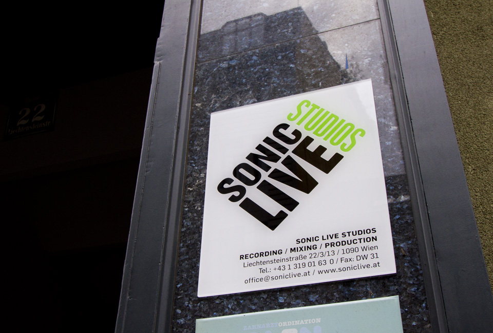Sonic-live-studios-Eingangschild