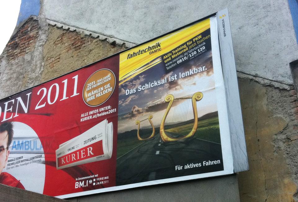OEAMTC-Fahrtechnik-design-harfe-kampagne-plakat